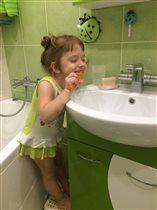 Лисёнок чистит зубки