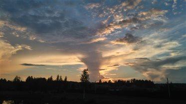 Торнадо в небе.
