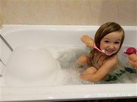 Женька чистит зубки в пенке!