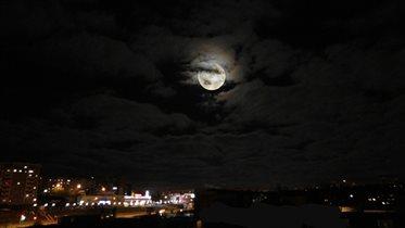 Ночное небо над городом.