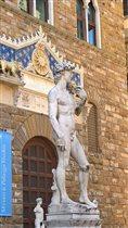 Флоренция. Давид (копия, настоящий в музее)