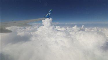 Над пушистыми облаками...
