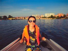 Романтика. Вечерние катания на лодке с любимым