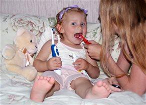 Чистим зубки с мамой!
