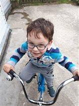 Научился на велосипеде ездить!