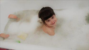 Как же приятно нежиться в ванной с  пышной пеной!