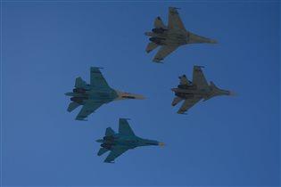 Самолеты в синем небе