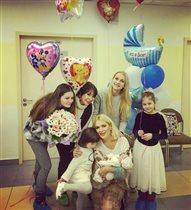 Мария Порошина: фото с 4 дочками и новорожденным сыном