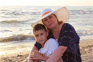 Счастье вместе просто отдыхать у моря))