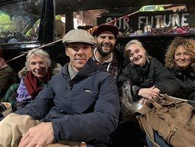 Бенедикт Камбербэтч демонстрация протеста