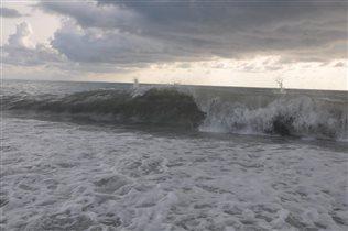 Пенный шелест волн прибрежных