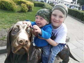 Памятник собачке Бобке в Костроме