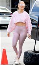 Дженнифер Лопес в розовых лосинах