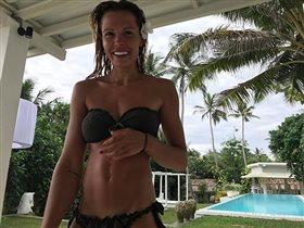 Мария Горбань отпраздновала 33-летие в купальнике
