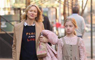 Сын актрисы Наоми Уоттс становится девочкой, дочь Джоли и Питта - мальчиком
