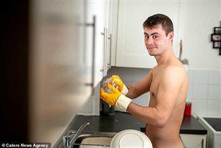 Уборка в голом виде: муж на час - в одних перчатках