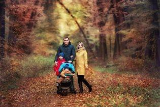 Счастье-быть вместе!!!Прогулка всей семьей в лесу!