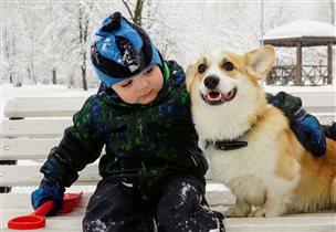 Счастье просто сидеть на лавочке рядом с другом!