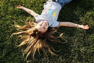 Лежать на траве и смотреть  в небо... Счастье!!!