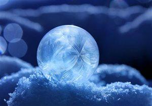 Ледяные драгоценные шары, цветной снег и мятные льдышки