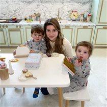Галина Юдашкина с сыновьями, мужем и родителями: 'А ваши дети похожи?'