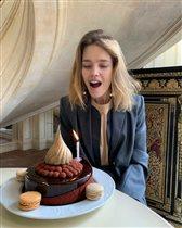 Наталья Водянова: торт для именинницы и самое домашнее фото с малышами