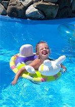 Жизнь хороша,когда плывешь не спеша...