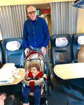 79-летний Эммануил Виторган с годовалой дочкой