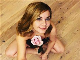 Ирина Пегова с розой в декольте: 'Инфантильно, глупенько и не достойно вас!'