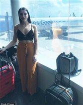 Девушку в коротком топе не пустили в самолёт: 'Прикройтесь или выметайтесь'