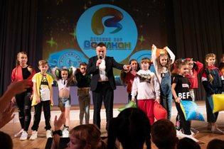 Детский хор 'Великан' устроит в Кремле бой подушками с Полиной Гагариной, Денисом Клявером и роботом