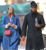 Кэти Холмс и Джейми Фокс скрывают роман, гуляя в нелепых нарядах