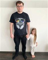 Гарик Харламов: первое настоящее фото с дочерью - и с младшими сестрами-близнецами