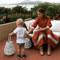 Ксения Собчак учит 2-летнего сына английскому и китайскому