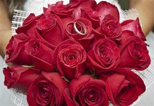 Красные розы-Цветы любви