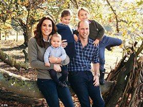 Кейт Миддлтон и принц Уильям: первое фото с тремя детьми. 'Ах, эти брови!'