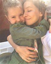 Елена Подкаминская: фото с дочками - старшая 'на маму не похожа, но тоже красивая'