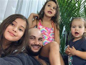 Джиган, фото с 3 дочерьми: 'Три Джигана и Оксана'