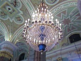 Хрустальная люстра старинного зала