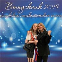 Алена Апина: редкое фото с дочкой-выпускницей
