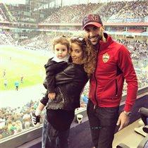 Евгений Папунаишвили с женой и дочкой: на стадионе, где сделал предложение