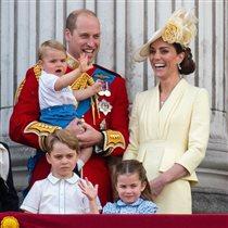 Первый выход многодетного семейства Кембриджских: на кого похож принц Луи?