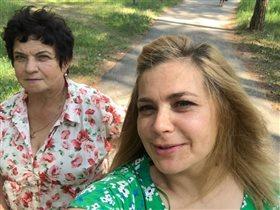 Ирина Пегова: фото с мамой и дочкой, купающейся в фонтане