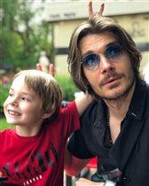 Максим Матвеев: фото со старшим сыном - 'Причёска и небритость вам идёт!'