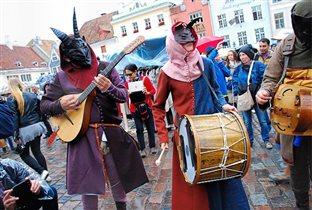 Жаркое эстонское лето: Ганзейские гуляния и Нарвская битва для туристов