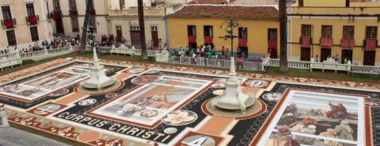 Тенерифе: ковры из цветочных лепестков и вулканического песка на площадях