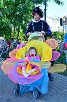 Папа Эльф с маленькой дочкой феей
