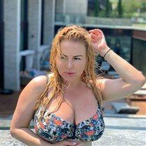 Анна Семенович в купальнике сражается с хейтерами: 'Детей, мужа нет - для чего это все?'
