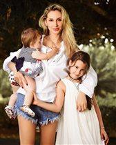 Светлана Лобода: семейное фото с дочками - 'Так хочется видеть мужчину рядом'