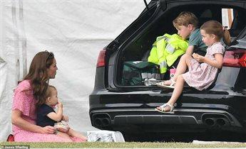 Кейт Миддлтон с 3 детьми: совсем не королевский пикник на обочине